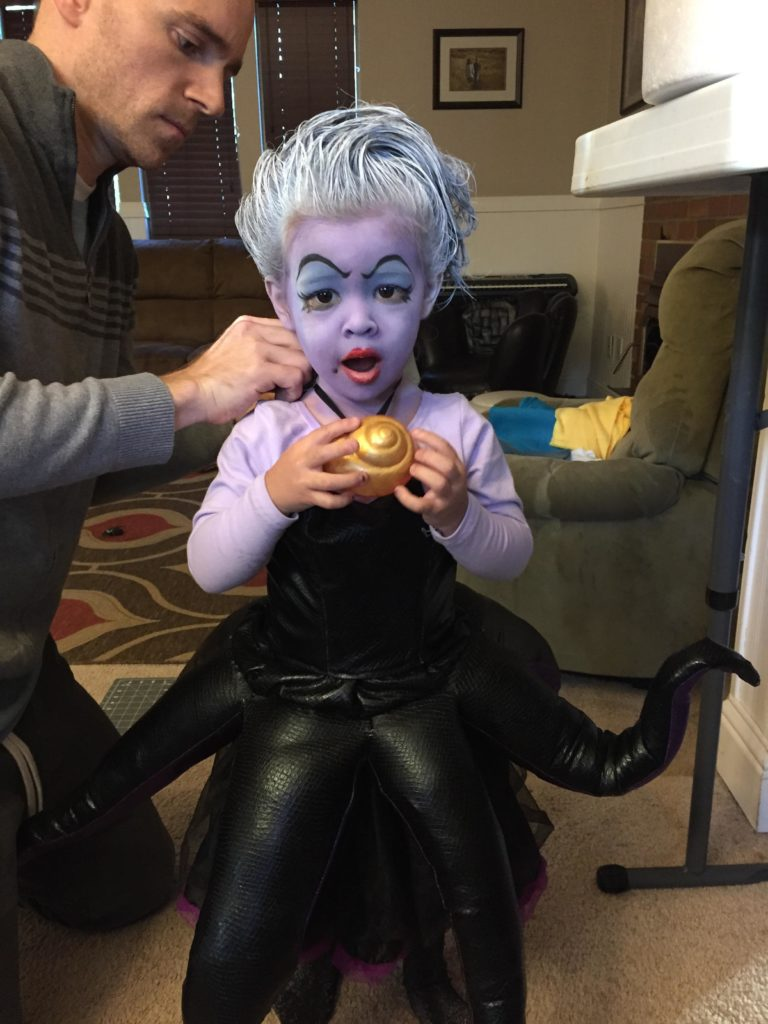 This little girls steals our hearts and our voices with a killer Ursula costume! Many kudos to this mom's hard work! Imgur