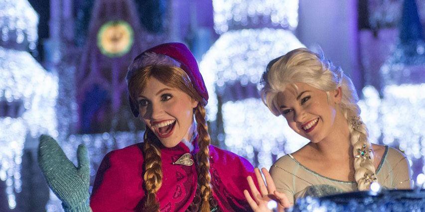 Watch Anna and Elsa light Cinderella's Castle during A Frozen Holiday Wish.