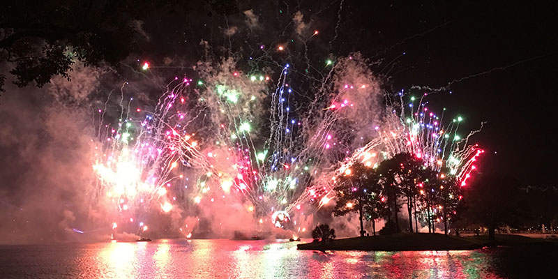 A special holiday ending to Epcot's Illumination shares a message of peace and unity.
