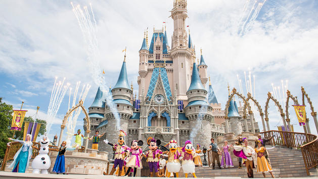 Which Characters Sign Autographs at Disney? 8