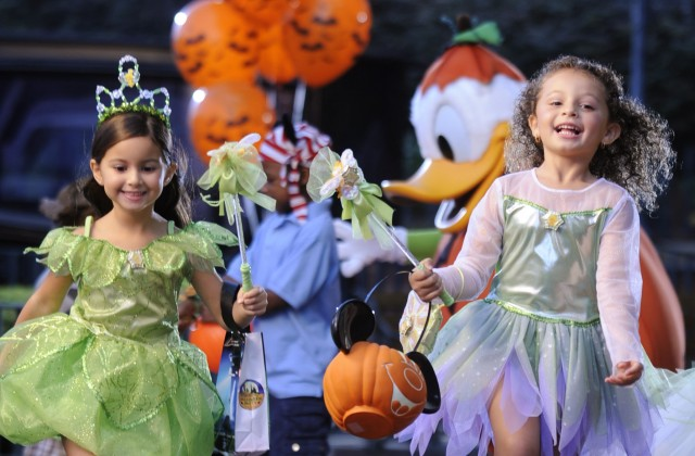 kids-costume-mickeys-halloween-party