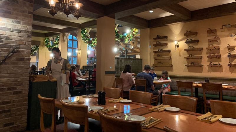 Boatwright's Dining Hall Review 1