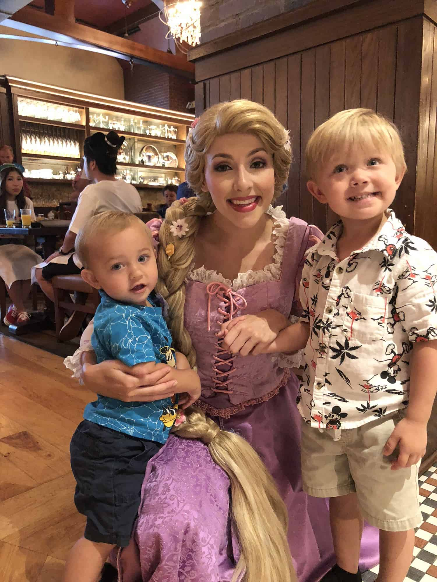 What NOT to do When Toddlers Meet Characters at Disney World 16