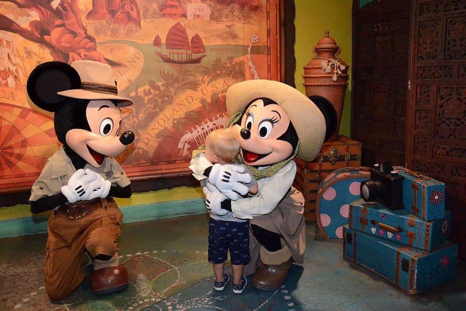 What NOT to do When Toddlers Meet Characters at Disney World 18