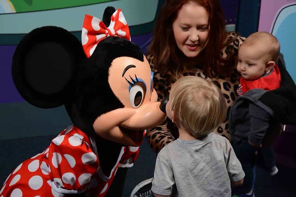 What NOT to do When Toddlers Meet Characters at Disney World 19