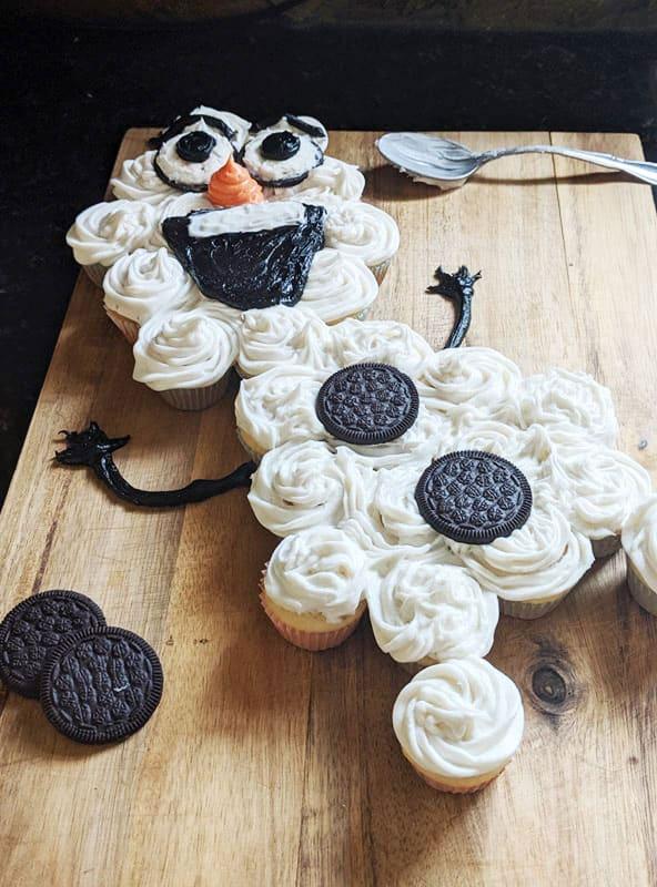 Olaf Pull Apart Cupcake Cake 2